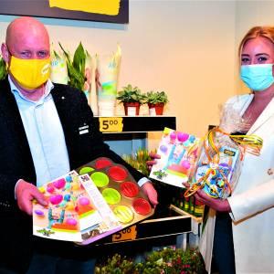 Tijdens meivakantie<br />Verjaardagsbox Dinkelland zet in samenwerking met Jumbo  Denekamp jeugd aan het 'cupcake-bakken'