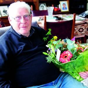 De heer Eidhof stopt na bijna 40 jaar met het rondbrengen Dinkelland Visie
