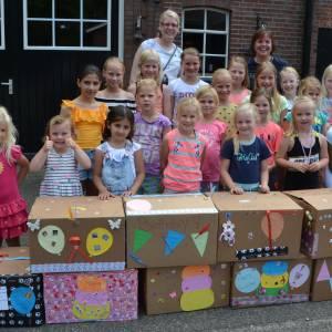 Pinksterbruidjes Agelo met prachtig bedrag voor Verjaardagsbox Dinkelland