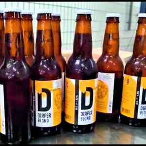 Eerste 'biertje' voor 'Knikkers'<br />Het eigen Denekamper biertje 'Doarper' vanaf het komend weekend 'op de markt'