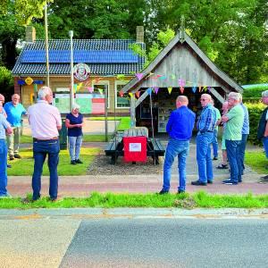Buurtbusvereniging plaatst picknickset in hartje Tilligte
