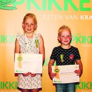 Speciale onderscheiding voor Opkikker ambassadeurs Britt en Rens(7 en 5) uit Deurningen