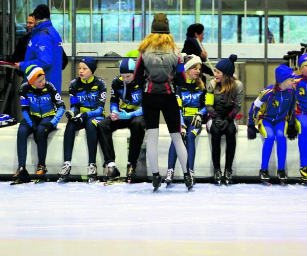 Schaatsclub Ootmarsum bind de ijzers onder Wie gaat er mee?