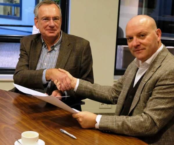 Gemeente tekent samenwerkings-overeenkomst zwembad De Kuiperberg