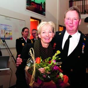 Koninklijke onderscheiding en huldiging van brandweervrijwilligers Weerselo