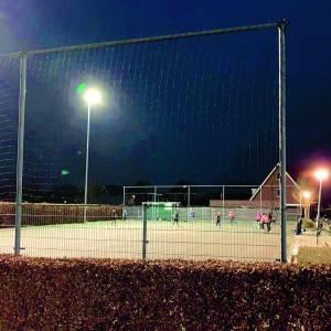 Jeugd- en miniteams van volleybalvereniging Rosstars trainen weer