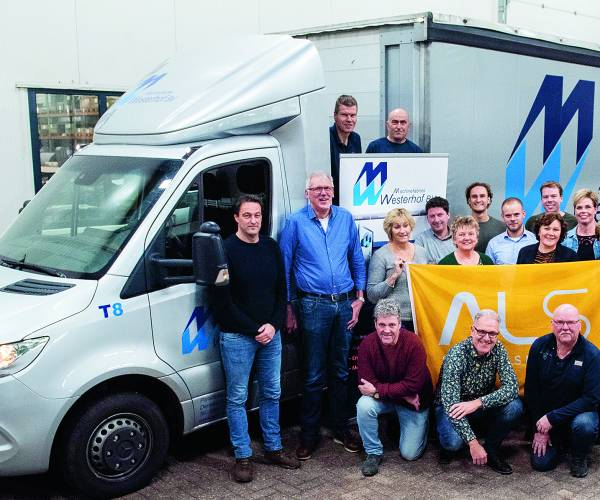 Steun voor zieke collega 'Machinefabriek Westerhof 'stapt en trapt ALS de wereld uit' door deel te nemen aan 'Tour du ALS'
