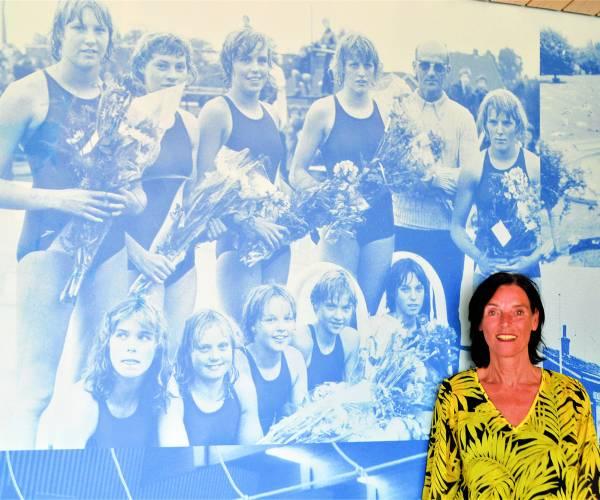 Oud-nationaal zwemkampioene  Brigitte (Hesselink-) Hemeltjen bleef haar 'zwemroots'  als  werknemer al 40 jaar trouw…