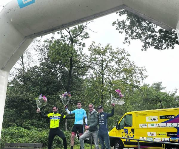 Jelle Johannink en Wietse Kamp winnen VIRO Criterium Cup Twente Ronde van Oldenzaal prooi voor Tjalle de Bruin