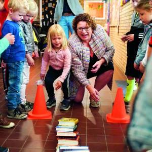 Opening bibliotheek op school in Tilligte