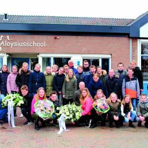 Groep acht Aloysiusschool Weerselo herdenkt onbekende geallieerde RAF-piloten