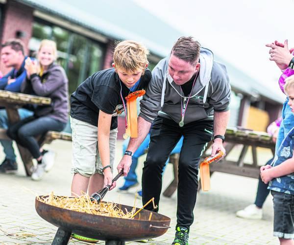 Olympische Spelen bij zorginstelling Boerderijcampus  Deelnemers samen aan de slag om de olympische vlam te ontsteken